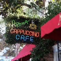 Das Foto wurde bei Aroma Coffee and Tea Co. von Melody L. am 9/30/2012 aufgenommen