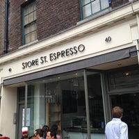 Das Foto wurde bei Store Street Espresso von Paris A. am 7/26/2013 aufgenommen