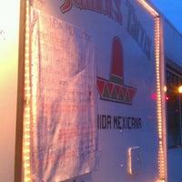 รูปภาพถ่ายที่ Junior's Tacos โดย Dennis S. เมื่อ 10/5/2012
