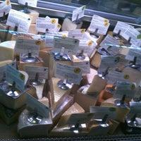 Foto tomada en Antonelli's Cheese Shop por Dominic L. el 8/14/2012