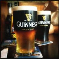 Foto tirada no(a) The Chieftain Irish Pub & Restaurant por Bridj B. em 7/28/2013