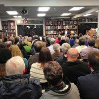 Photo prise au Politics & Prose Bookstore par Greg L. le2/2/2013
