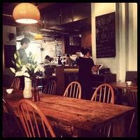 6/30/2013 tarihinde Andy T.ziyaretçi tarafından Lantana Cafe'de çekilen fotoğraf