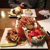 Foto tirada no(a) 80/20 Burger Bar por Melissa M. em 6/22/2013