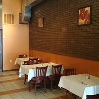 Photo prise au Casa Edesia Pizza and Grill par Casa Edesia Pizza and Grill le11/22/2013