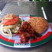 Foto tomada en Ruben's Hamburgers por Alejandro R. el 1/19/2013