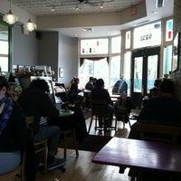 Foto scattata a Green Line Cafe da Courtney C. il 11/30/2012