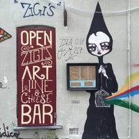 Photo prise au Zigi's Wine & Cheese Bar par Darren R. le11/22/2015