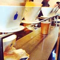 Photo prise au Blue Bottle Coffee par 🎀Samantha K. le2/5/2015