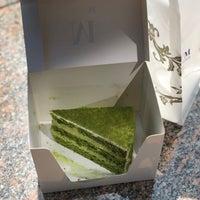 Das Foto wurde bei Lady M Cake Boutique von louixa am 5/15/2018 aufgenommen