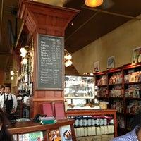 Das Foto wurde bei Café de la Presse von Lia N. am 5/25/2013 aufgenommen