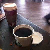 Foto tirada no(a) Starbucks por William M. em 1/13/2013