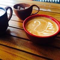 4/4/2015 tarihinde Kerim B.ziyaretçi tarafından Black Cat Coffee'de çekilen fotoğraf