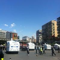 Foto scattata a Mecidiyeköy Meydanı da Zumret F. il 5/15/2014