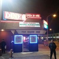 Das Foto wurde bei Four Seasons Diner & Bakery von Andy M. am 11/17/2012 aufgenommen
