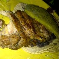 Foto tirada no(a) Tacuqui Tacos por Trinsky H. em 8/27/2013
