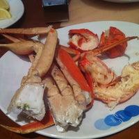Das Foto wurde bei Village Seafood Buffet von Eric C. am 1/29/2013 aufgenommen