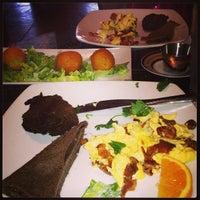 Foto tomada en Blue Daisy Cafe por George C. el 3/23/2013