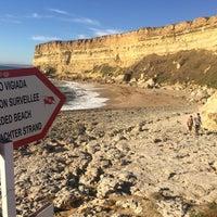 Foto tirada no(a) Praia da Foz por Ricardo F. em 8/4/2016