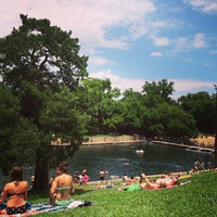 Photo prise au Barton Springs Pool par Kevin T. le5/27/2013
