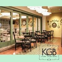 รูปภาพถ่ายที่ KGB Bistro โดย SantiagoLocal R. เมื่อ 2/22/2014