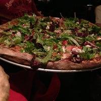 Das Foto wurde bei Fire Engine Pizza Company von Dz am 1/25/2013 aufgenommen