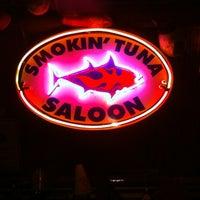 12/2/2012 tarihinde Uf T.ziyaretçi tarafından Smokin' Tuna Saloon'de çekilen fotoğraf