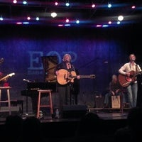 รูปภาพถ่ายที่ Eddie Owen Presents at Red Clay Theatre โดย Kelly M. เมื่อ 3/3/2013