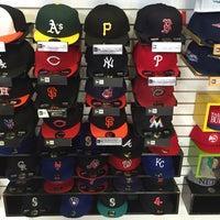 ... Foto tomada en new era caps shop por Oswaldo G. el 7 24  ... 1552410321d