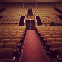 Foto tomada en Lisner Auditorium por Reese B. el 5/16/2013