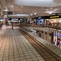 Foto scattata a Rogue Valley Mall da Adam G. il 10/1/2017