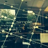 Das Foto wurde bei Simple Bar & Kitchen von María Luisa C. am 9/1/2014 aufgenommen