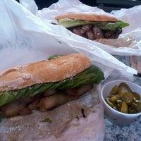 2/23/2013 tarihinde Jonathan C.ziyaretçi tarafından Paseo Caribbean Food'de çekilen fotoğraf