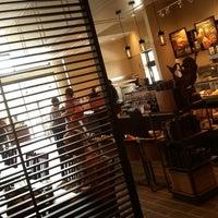 Foto tirada no(a) Starbucks por Sarah G. em 9/22/2012