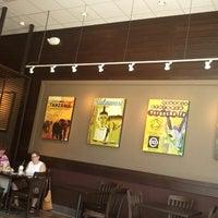 Foto tirada no(a) Starbucks por Sarah G. em 9/24/2012