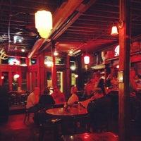 Das Foto wurde bei Jules Maes Saloon von Eric T. am 11/6/2012 aufgenommen