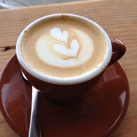 3/6/2014 tarihinde Napoleon B.ziyaretçi tarafından Devout Coffee'de çekilen fotoğraf