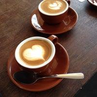 1/28/2014 tarihinde Napoleon B.ziyaretçi tarafından Devout Coffee'de çekilen fotoğraf