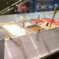 Foto tomada en Chipotle Mexican Grill por Bri V. el 11/1/2012