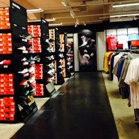 780feff17f77 ... Снимок сделан в Дисконт-центр Nike пользователем Julia K. 4 28 2014 ...