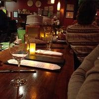 Foto tirada no(a) Elements Urban Tapas Lounge por Jeffrey M. em 2/13/2013