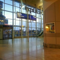 Foto tirada no(a) Liverpool John Lennon Airport (LPL) por Riccardo M. em 11/3/2012