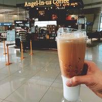 9/29/2018에 Benjamin T.님이 Angel-in-us Caffee,  at Gate 47 Incheon Intl. Seoul에서 찍은 사진
