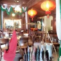 Photo prise au Kahyangan Art Resto par ♡ Donna ♡. le5/1/2013