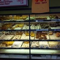 4/20/2013에 Alice K.님이 Sweetwater's Donut Mill에서 찍은 사진