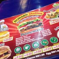 Das Foto wurde bei Burger Station von Itsnakiarazzie am 11/30/2014 aufgenommen