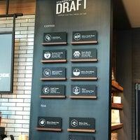 Das Foto wurde bei Starbucks von C.Y. L. am 6/19/2018 aufgenommen