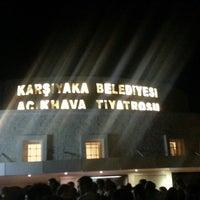 Das Foto wurde bei Bostanlı Suat Taşer Açıkhava Tiyatrosu von Serdar E. am 9/22/2013 aufgenommen