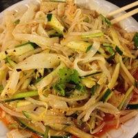 Foto tomada en Xi'an Famous Foods por Chen S. el 7/26/2013