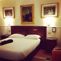 Foto diambil di Hotel Des Artistes oleh eeping c. pada 8/6/2014